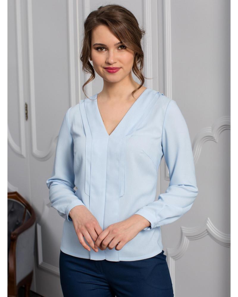 Блуза нежно-голубая с V-образным вырезом арт. 62128